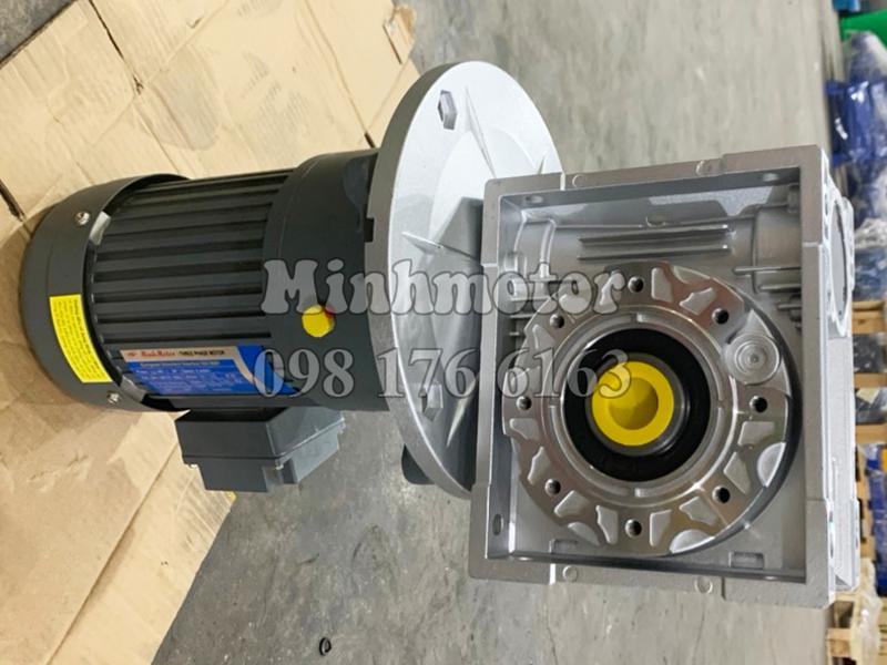 Motor Giảm tốc 2 cấp từ hộp số RV, trục ra vuông góc với trục vào tốc độ trục ra khoảng 1-10 vòng / phút