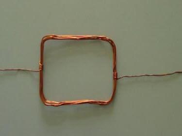 Cạo lớp tiếp xúc ở giữa vòng dây cùng với thanh giá đỡ