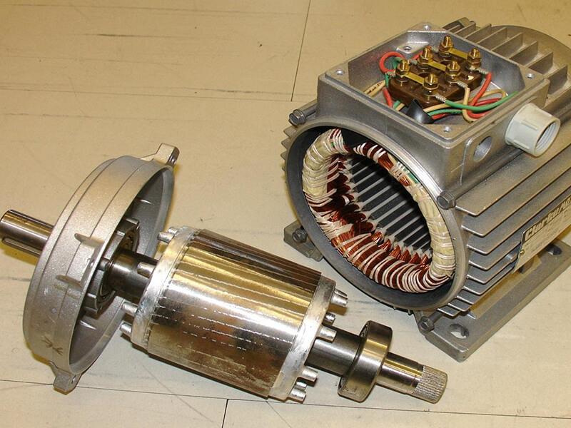 Rotor lồng sóc bao gồm có nhiều lớp thép bên trong lõi