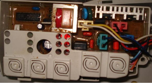 Động cơ máy giặt thường là loại động cơ có 2 chiều quay